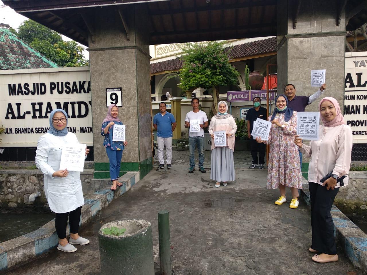 Lombok Post Sebar Ribuan Sabun di Masjid